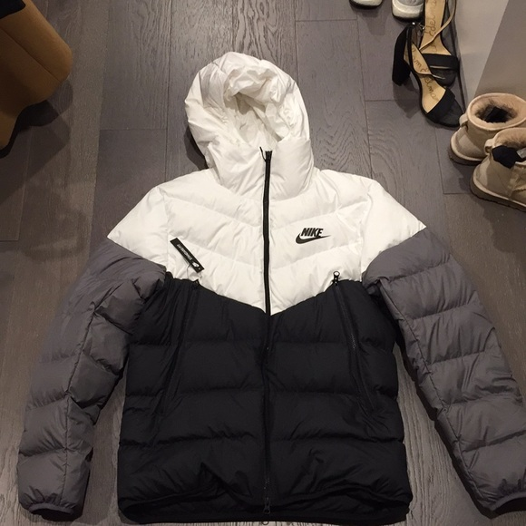 b4d4b47bf NIKE WINDRUNNER DOWN FILL HOODED JACKET NWT
